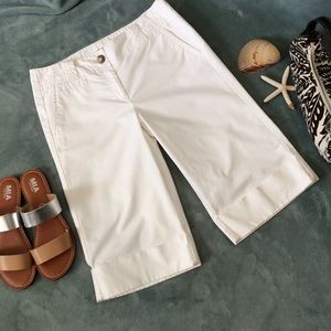 ANN TAYLOR Size 6 White Bermuda Shorts